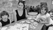 Amélie et ses jeux et loisirs créatifs participe aux salons et se rend chez les particuliers pour proposer des jeux et loisirs créatifs