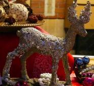 Un renne perlé pour orner une table ou un buffet lors des fêtes de fin d'année