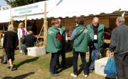Devant le stand de la Société d'horticulture de Soissons et sa région, organisatrice de l'évènement