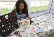 Leslie Ramjattan présente ici ses dessins et créations inspirées de son séjour en Polynésie