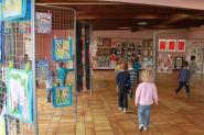 Les enfants découvrent leur exposition