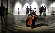 Birgit Yew, violoniste-chanteuse, présente lors de l'inauguration de l'exposition vendredi 08 juillet 2016