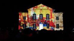 """Mapping vidéo à Vailly-sur-Aisne pour """"Les Féeries de Noël"""" - Tmavision maison couleurs"""